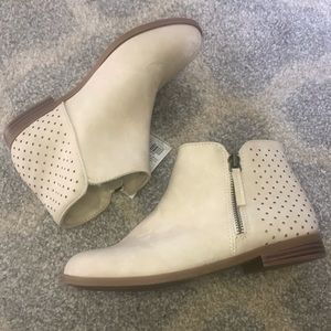 Taupe zip up ankle booties NWT Size 4